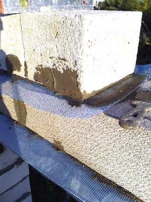 Армирование шва между блоками сеткой